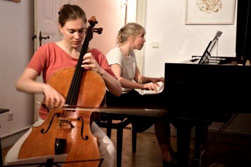Natalia Ehwald am Flügel und Nadege Rochat am Cello