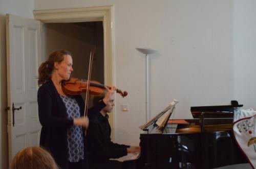 Elfa Rún Kristinsdóttir, GeigeMathias Susaan Halvorsen, Pianist